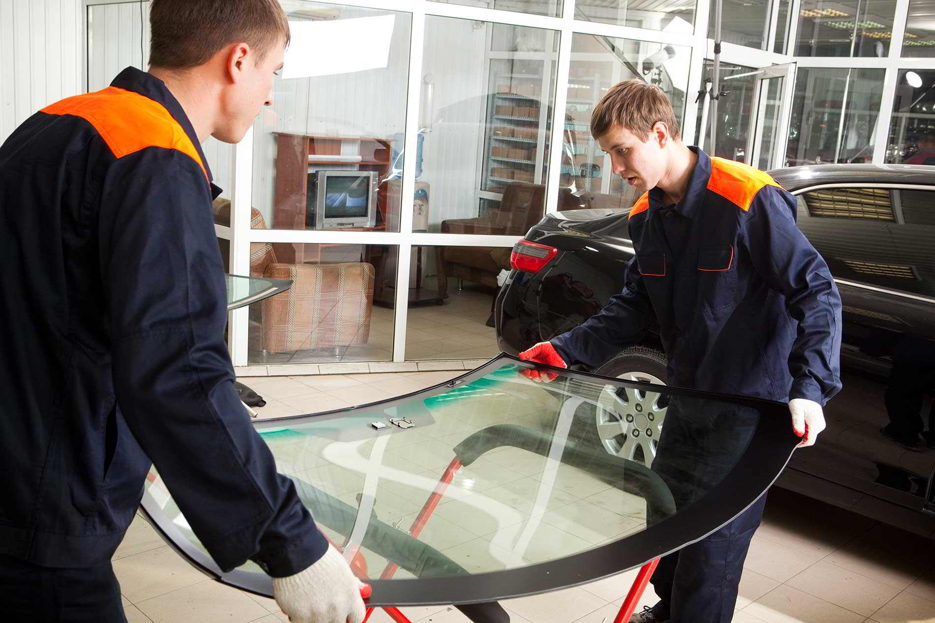 technicians performing Windshield Replacement