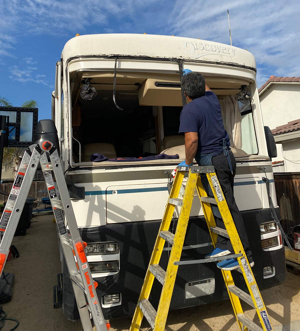 Fleetwood Discovery RV windshield replacement before