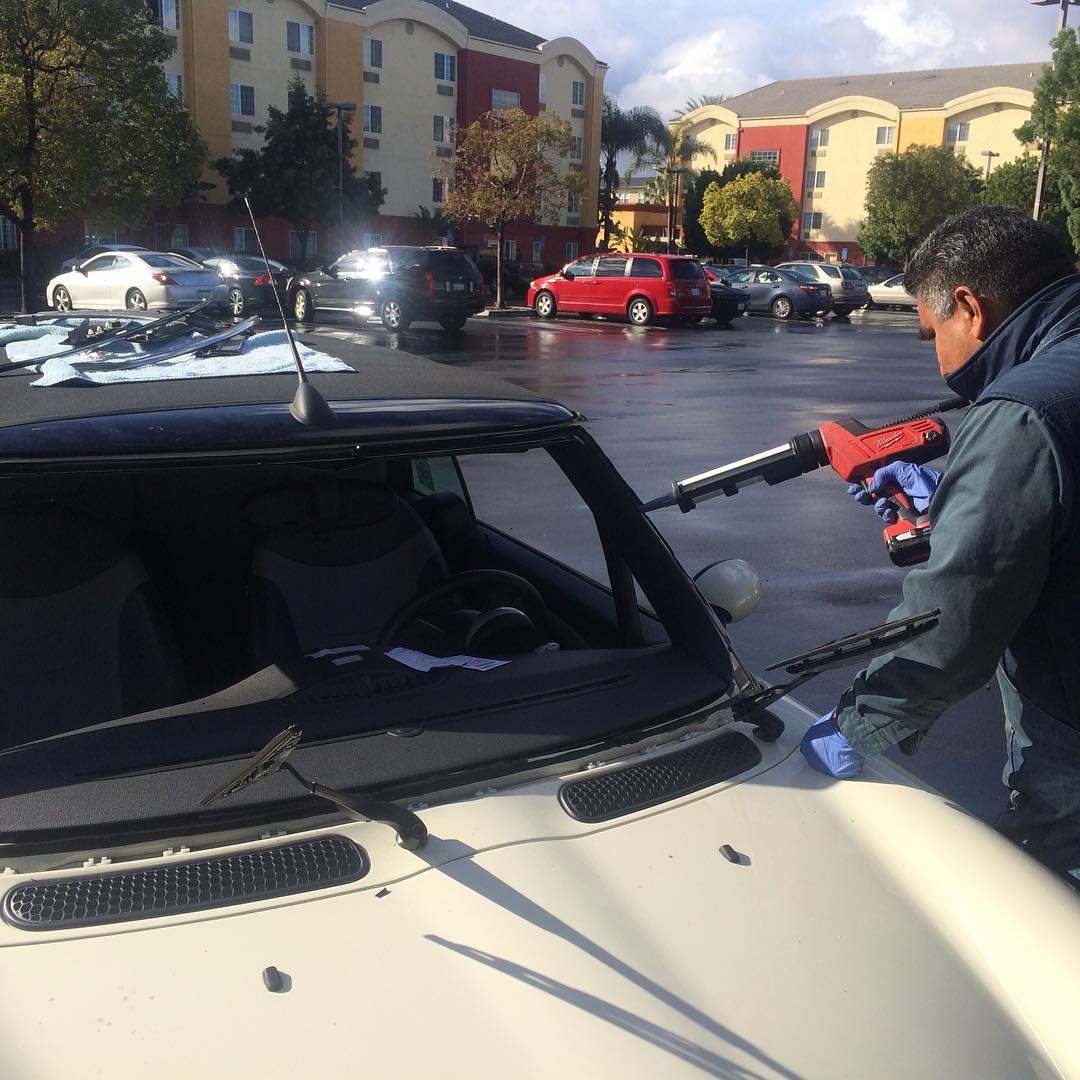 mini cooper windshield caulking