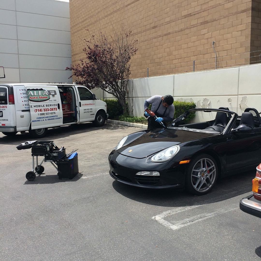 Porsche Boxter cayman windshield replacement