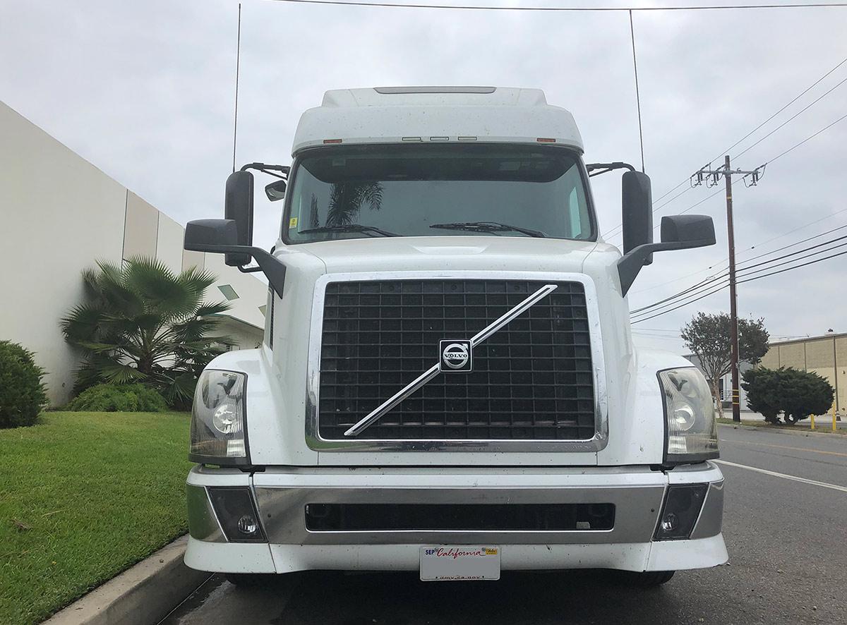 Volvo semi truck windshield repair